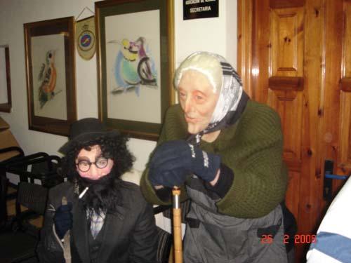 Carnaval-06  Disfrazados de vieja y barbudo - Se abre en ventana nueva