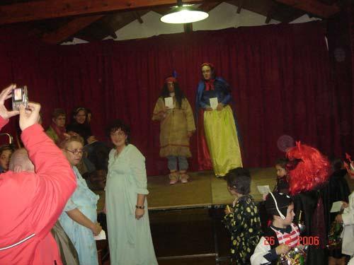 Carnaval-06 Vista de disfrazadas en el escenario - Se abre en ventana nueva