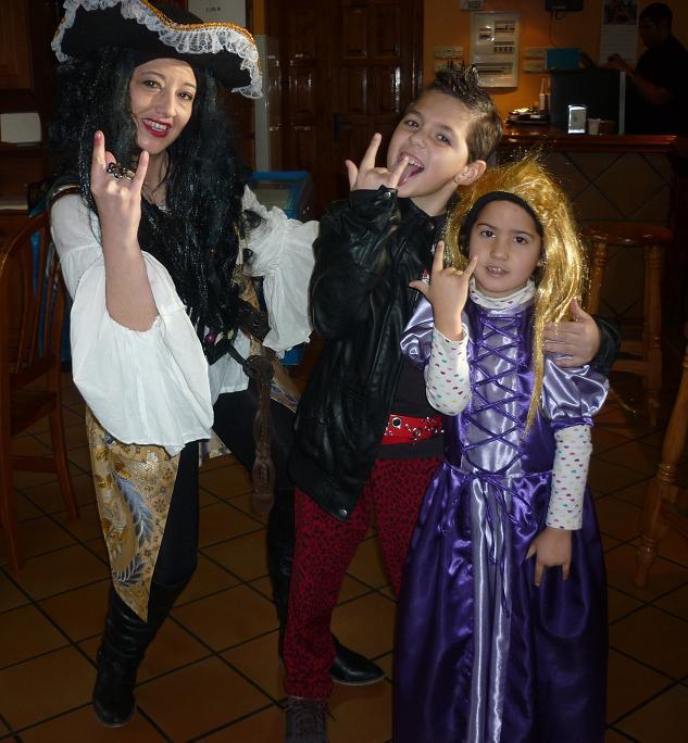 Pirata, Rockero y Dama de las Tinieblas - Se abre en ventana nueva