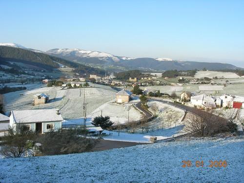29.Enero.2006 Puñil con Anleo al fondo todo nevado. - Se abre en ventana nueva