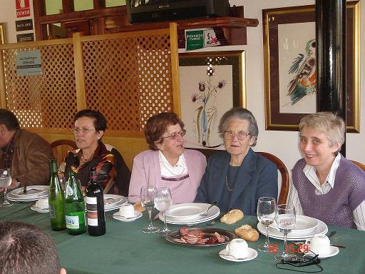 Dña. Emerita García López (Socia de más edad) y Dña. Amadora Méndez Fdez. (Vecina de más edad) - Se abre en ventana nueva