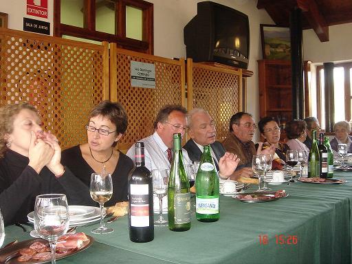 Mesa donde comen las Homenajeadas, D. Paco y Junta Directiva de la Asociación - Se abre en ventana nueva