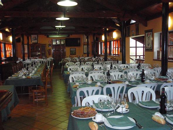 Comedor preparado para la celebración del Día de la 3ª Edad 2008 - Se abre en ventana nueva