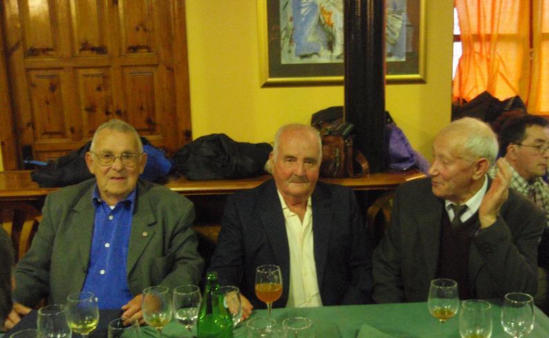 SOCIOS homenajeados:Emilio Capilla, Olegario y Pepe Selmo (del año 1926) - Se abre en ventana nueva