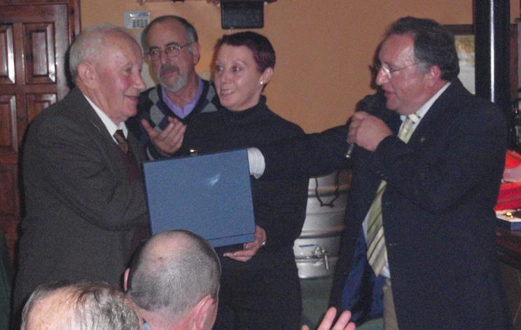 SOCIO recibiendo placa homenaje José Ramón Suárez Álvarez