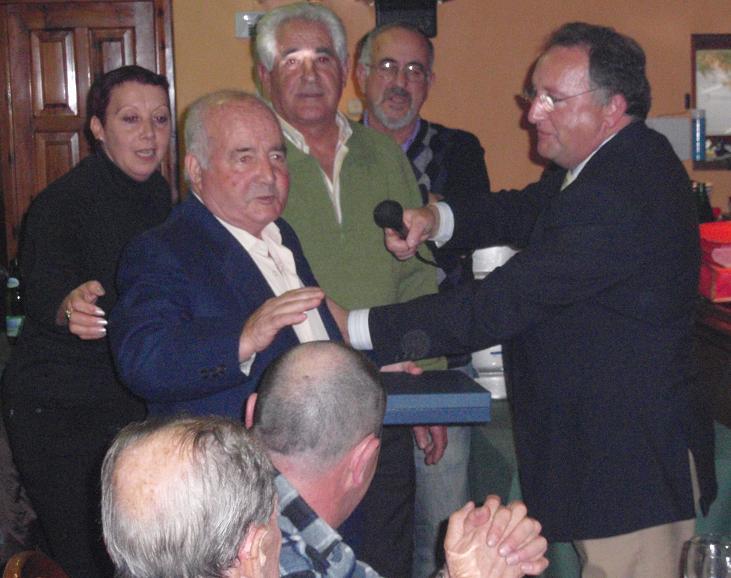SOCIO recibe placa homenaje Olegario Iglesias Glez. - Se abre en ventana nueva
