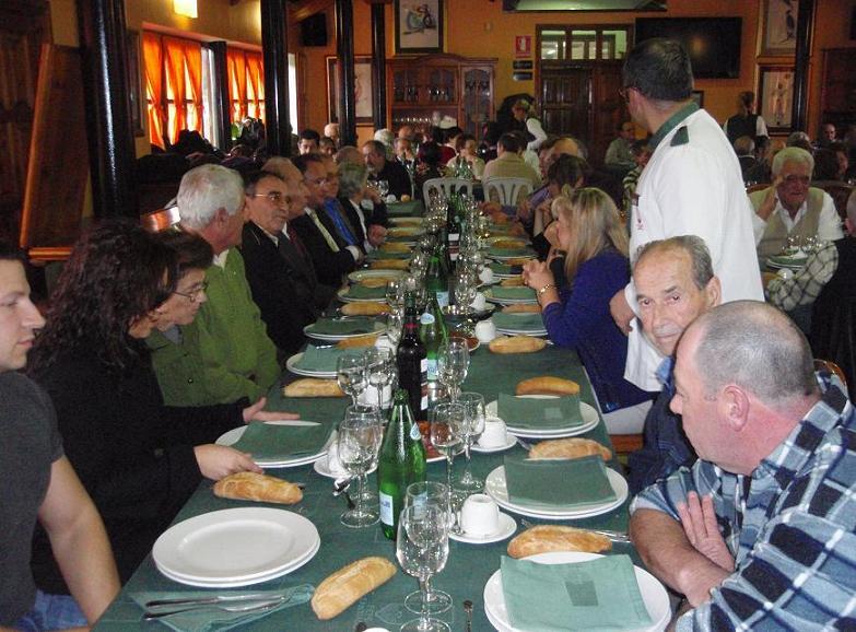 Otra vista de la mesa presidencial con D.Paco, homenajeados y Junta Directiva - Se abre en ventana nueva
