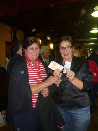 María Jesús recibe los 55€ del último bingo - Se abre en ventana nueva