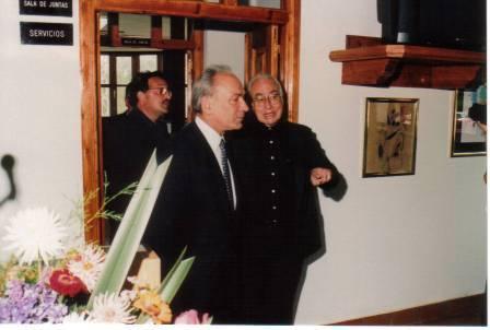 D. Paco, D.Alvaro Delgado y D. Alejandro, saliendo del local donde está hoy el telecentro