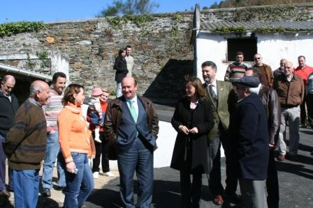 con los vecinos de Puñil - Se abre en ventana nueva
