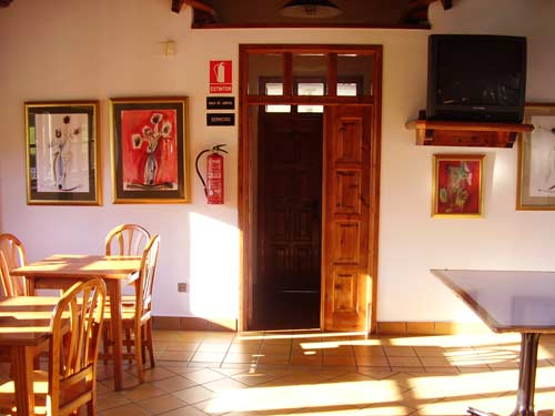 Interior del Local Social, puerta al Telecentro Red.es - Se abre en ventana nueva