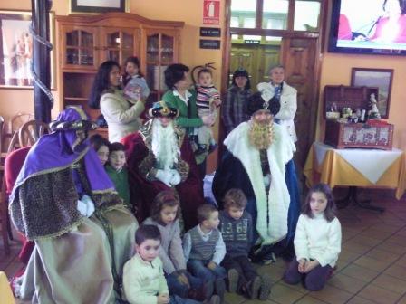 en el LOCAL SOCIAL estuvieron los Reyes de Oriente - Se abre en ventana nueva