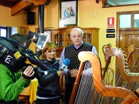 con Jano y los instrumentos de cuerda - Se abre en ventana nueva