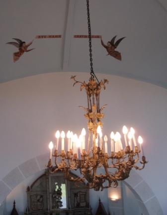 Lámpara y dibujos del techo (2010) - Se abre en ventana nueva