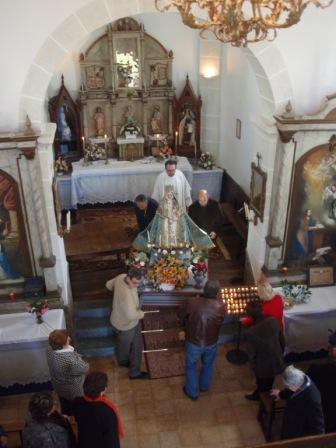 preparandose para salir a la procesión (2010) - Se abre en ventana nueva