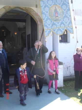 sale el Pendón a la procesión (2010) - Se abre en ventana nueva